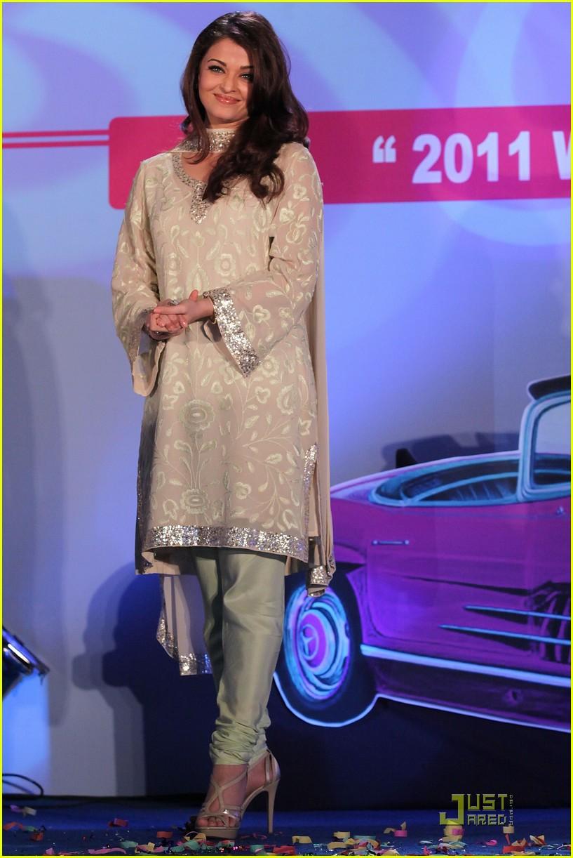 aishwarya rai womens drive awards 2011 05