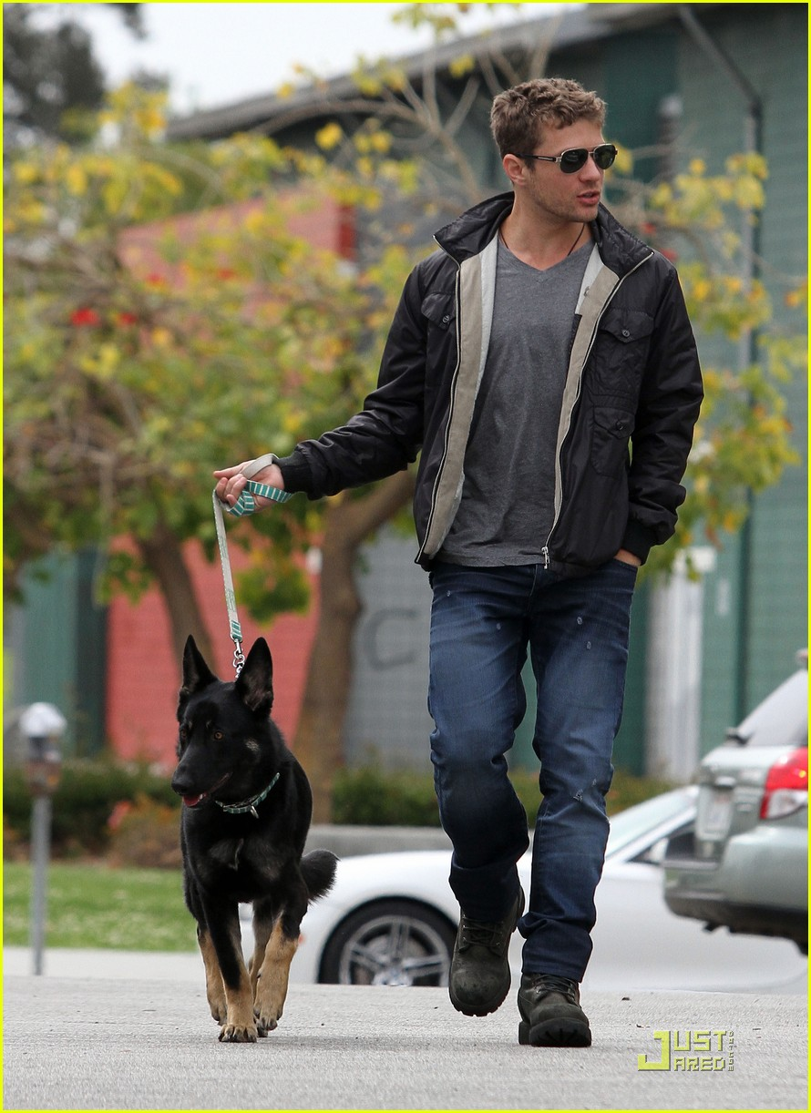 Photo of Ryan Phillippe & his  Dog