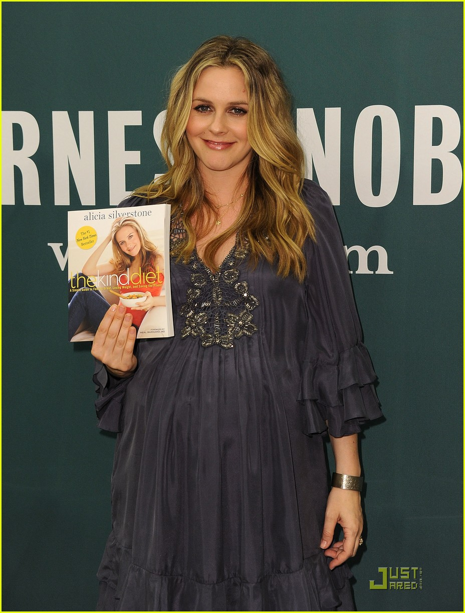 alicia silverstone kind diet book signing 04