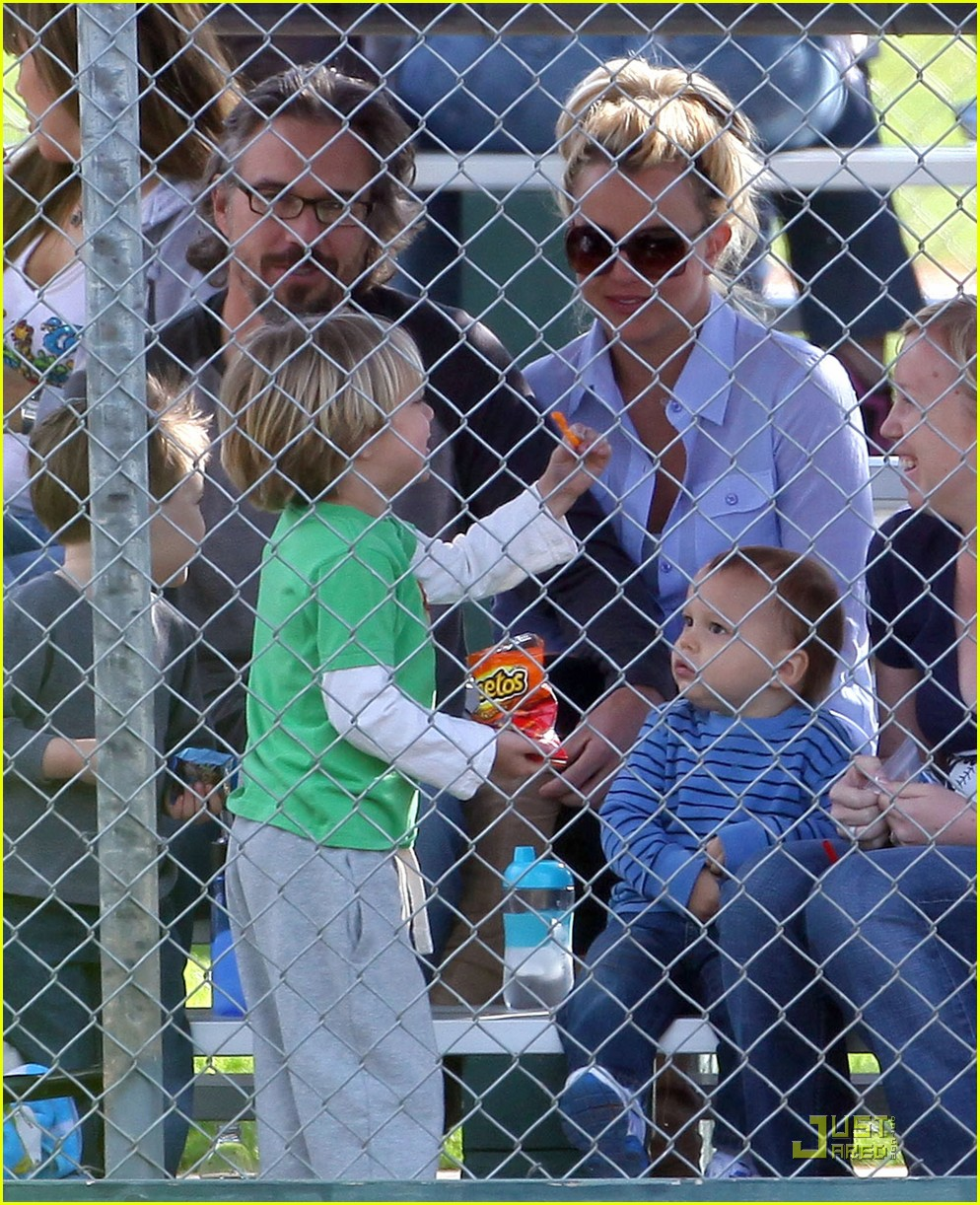 britney spears kevin federline reunite little league 07