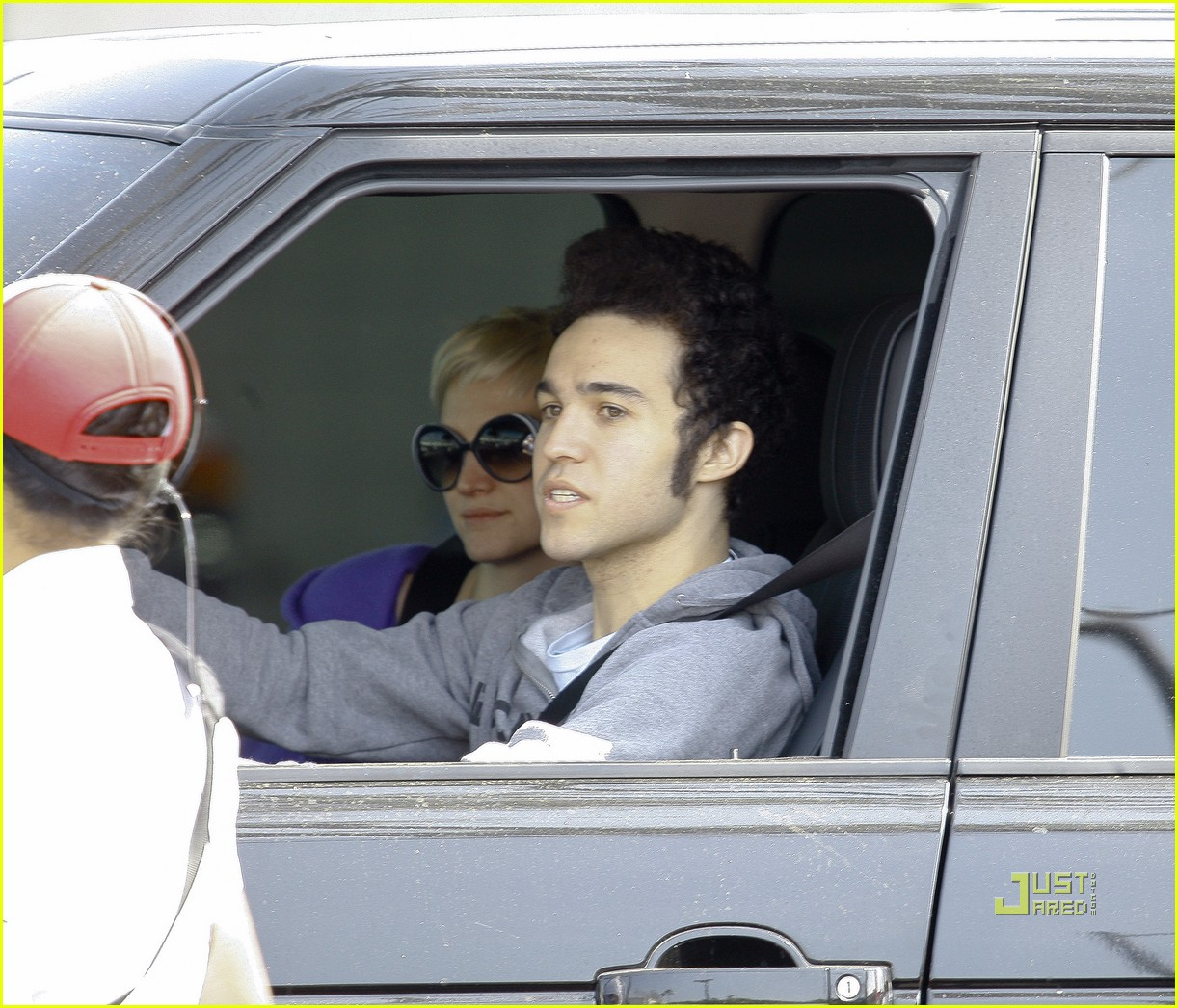 ashlee simpson pete wentz in n out 12