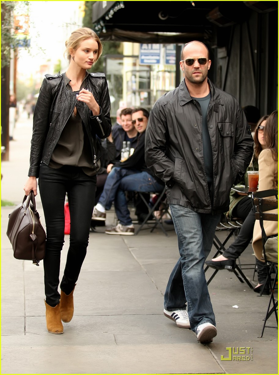 rosie huntington whiteley jason statham joans on third twosome 03