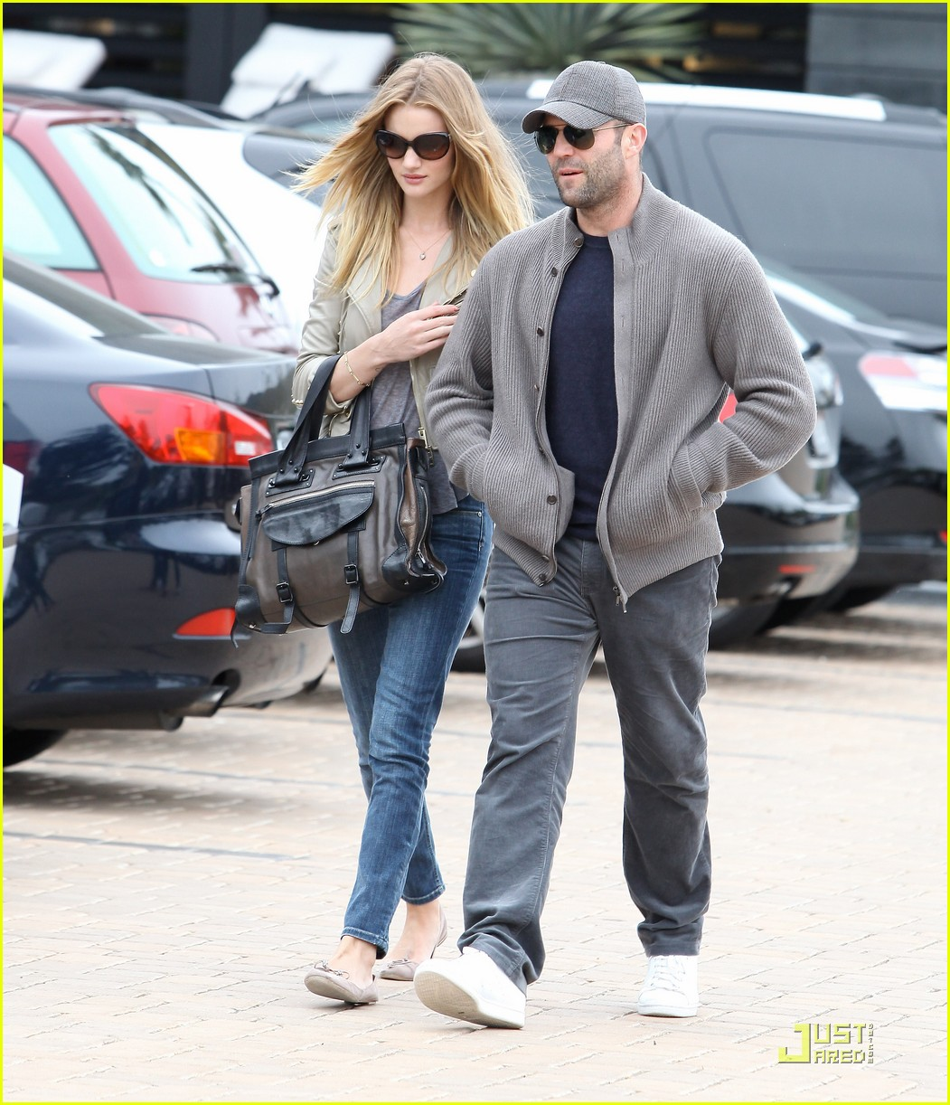 rosie huntington whiteley shopping day with jason statham 16