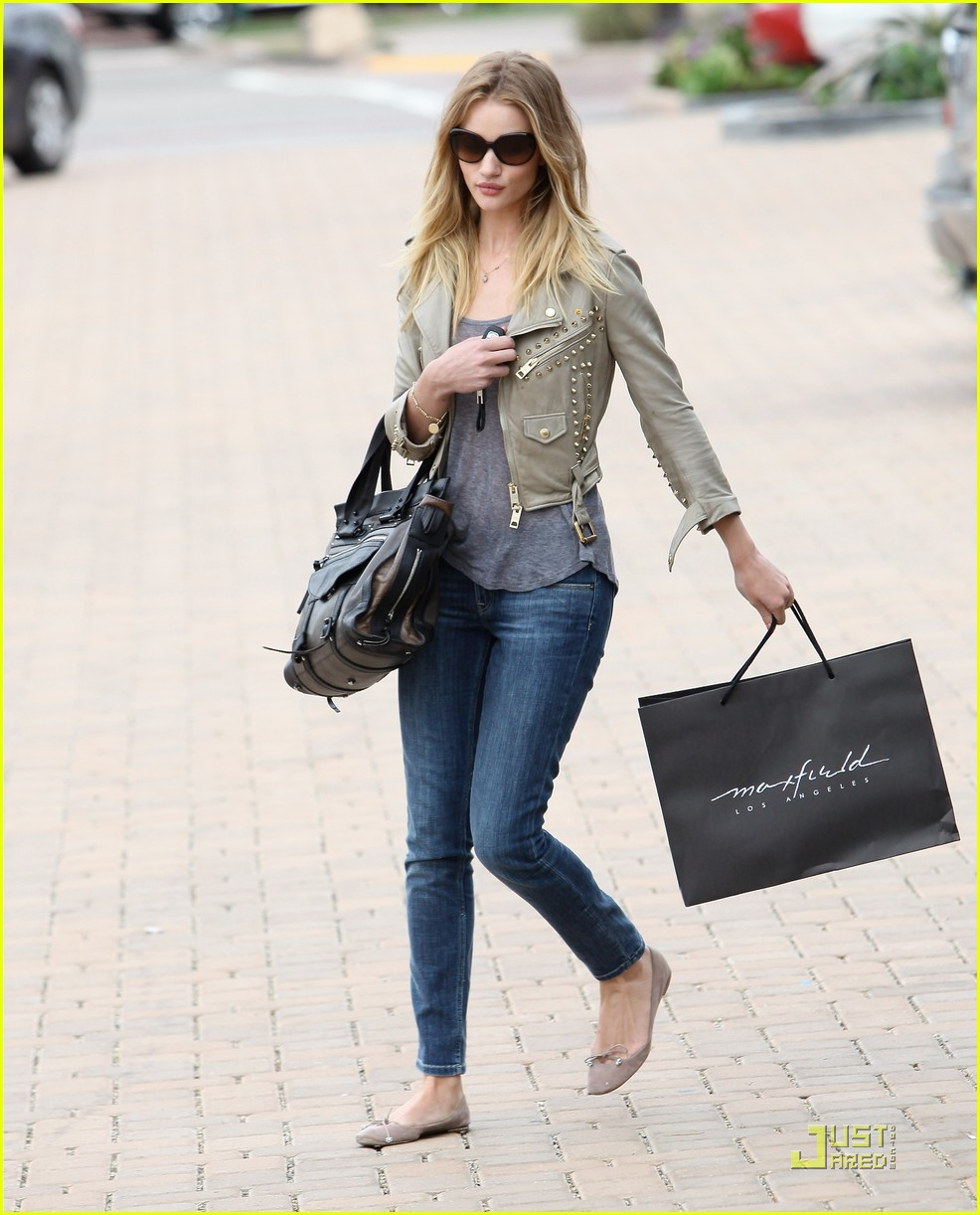 rosie huntington whiteley shopping day with jason statham 18