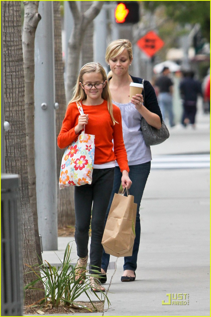 reese witherspoon church lunch ava 01