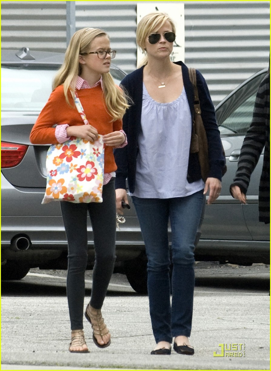 reese witherspoon church lunch ava 02