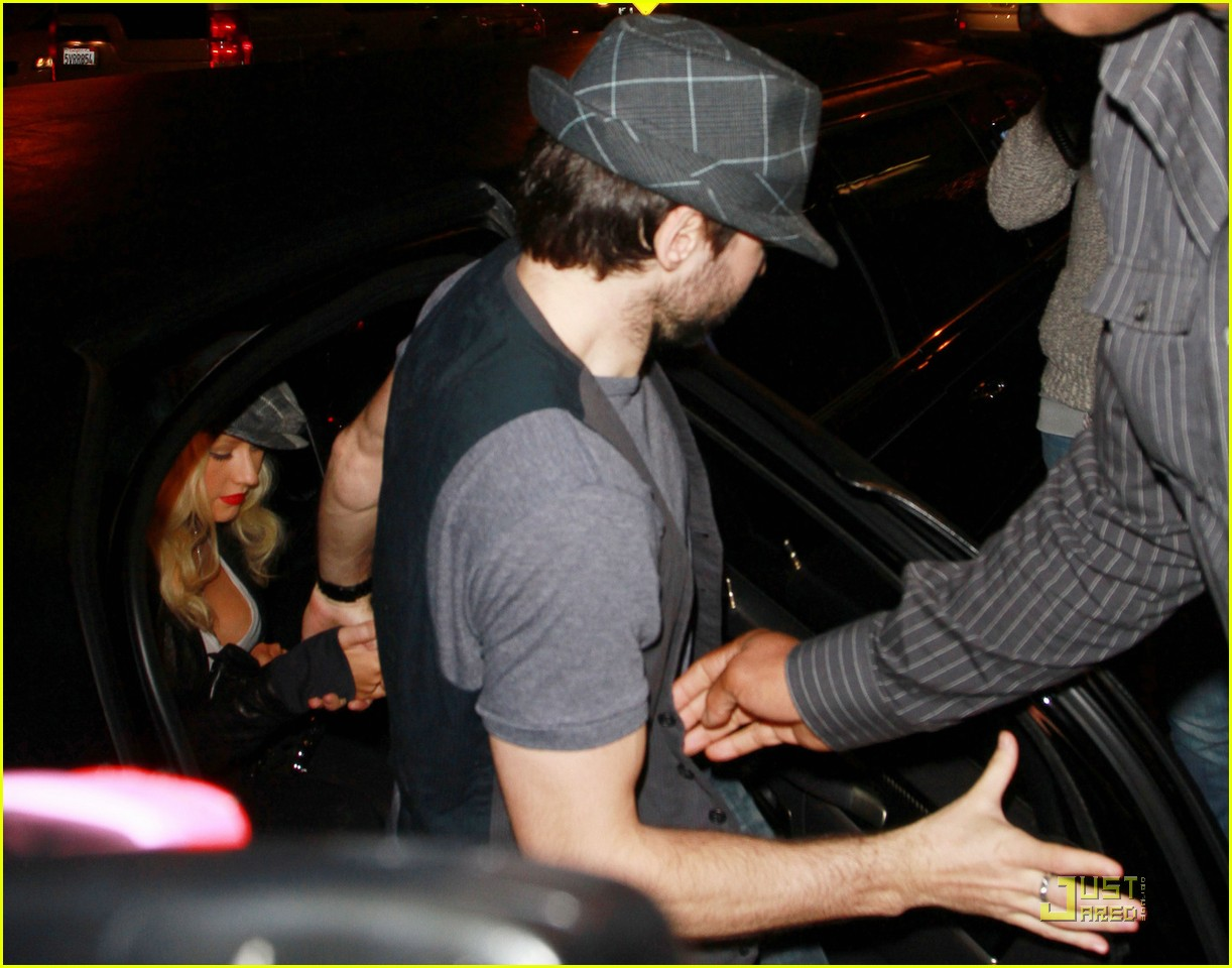 christina aguilera linda perry concert with matthew rutler 06