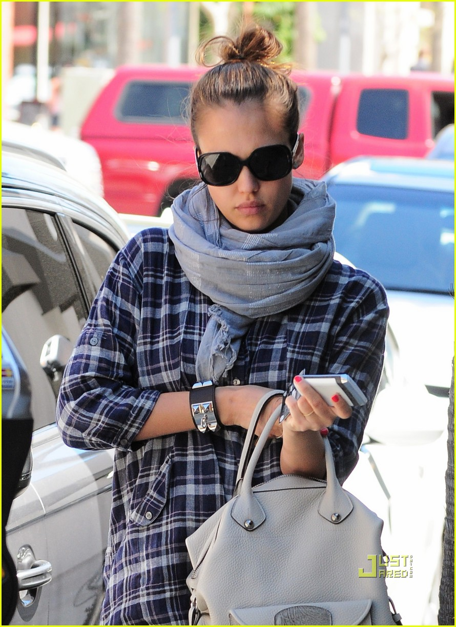 Full Sized Photo of jessica alba nail appointment 09 | Photo 2538442 ...