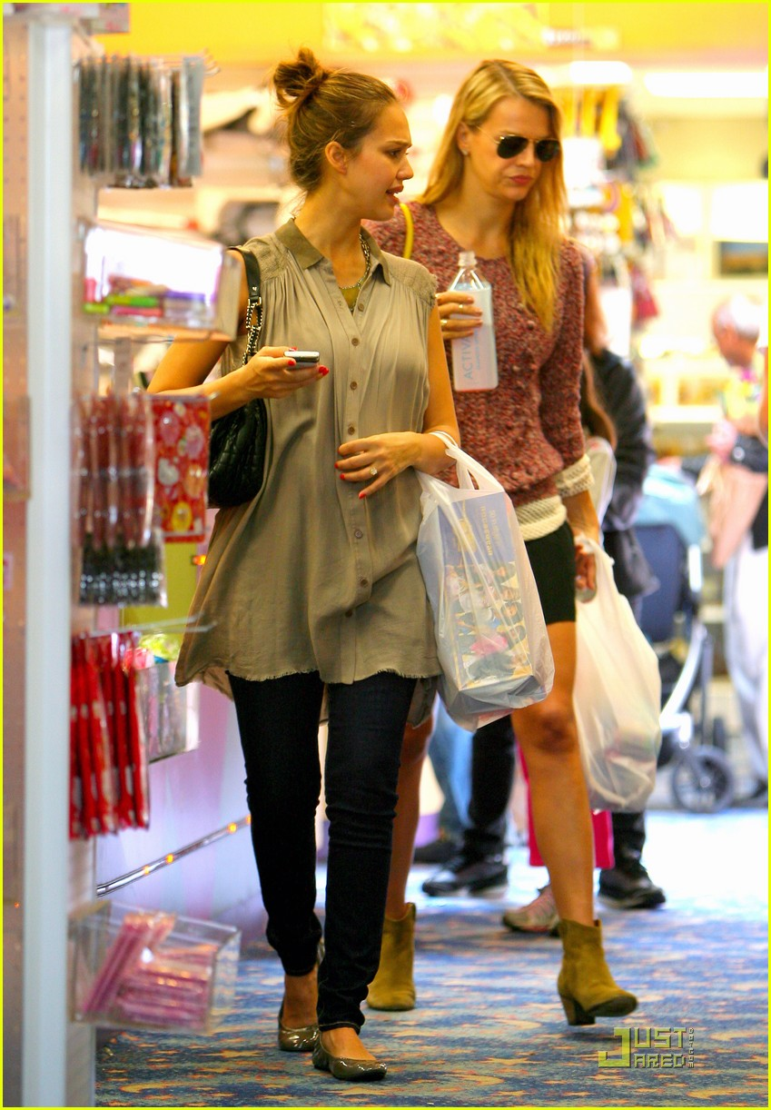 jessica alba shopping day with honor 142537791