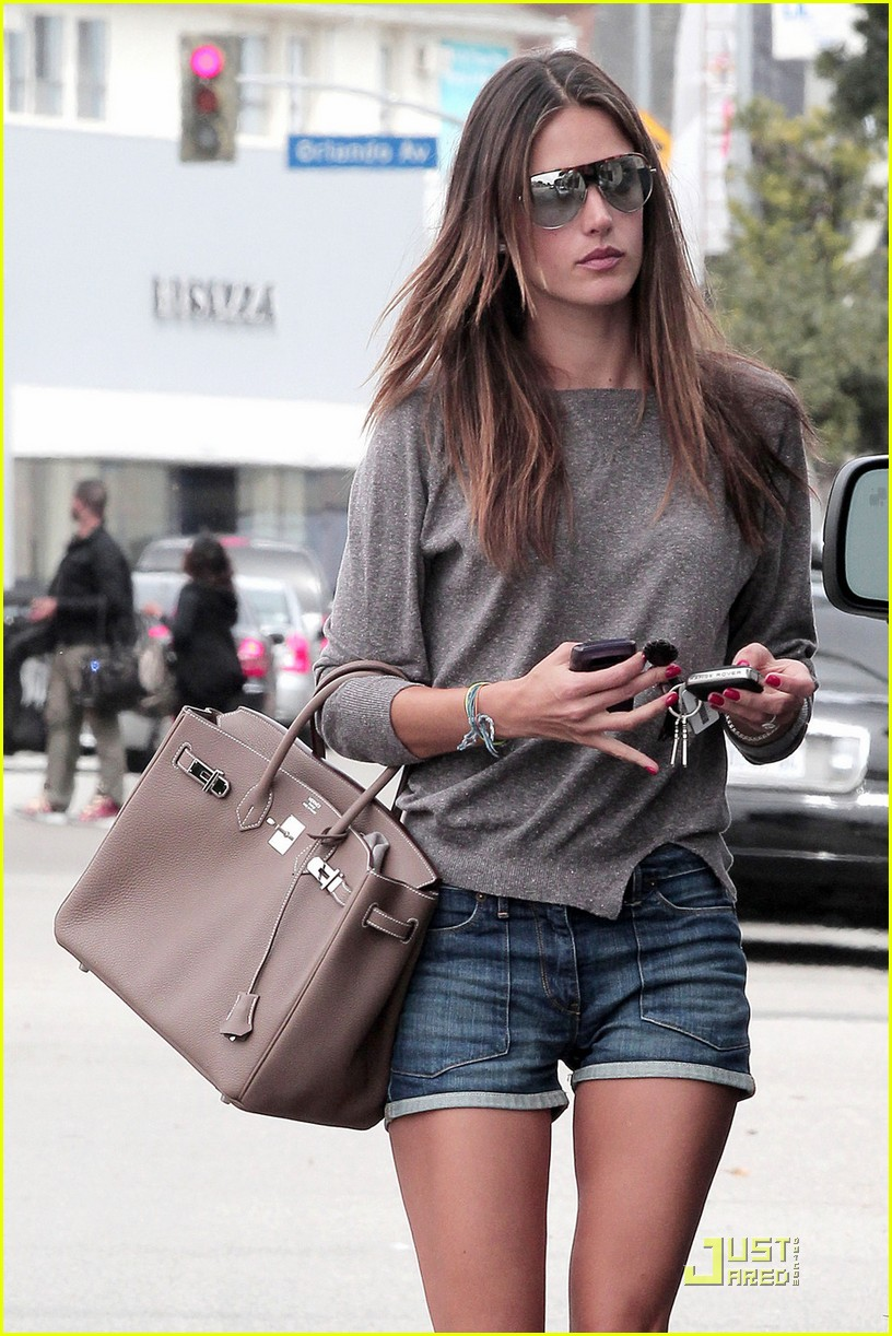 alessandra ambrosio lunch at the ivy 04