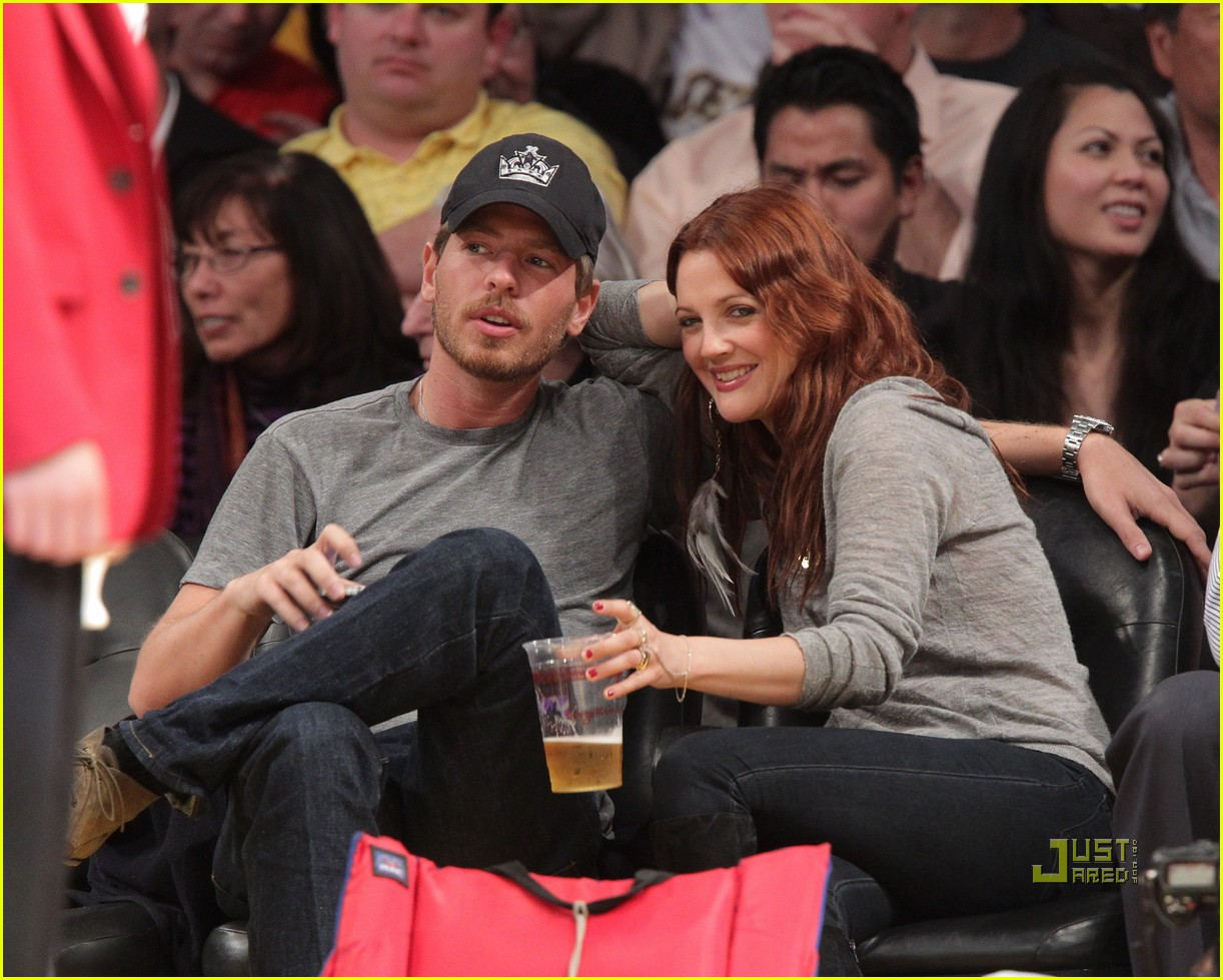 drew barrymore will kopelman lakers game courtside kiss 09