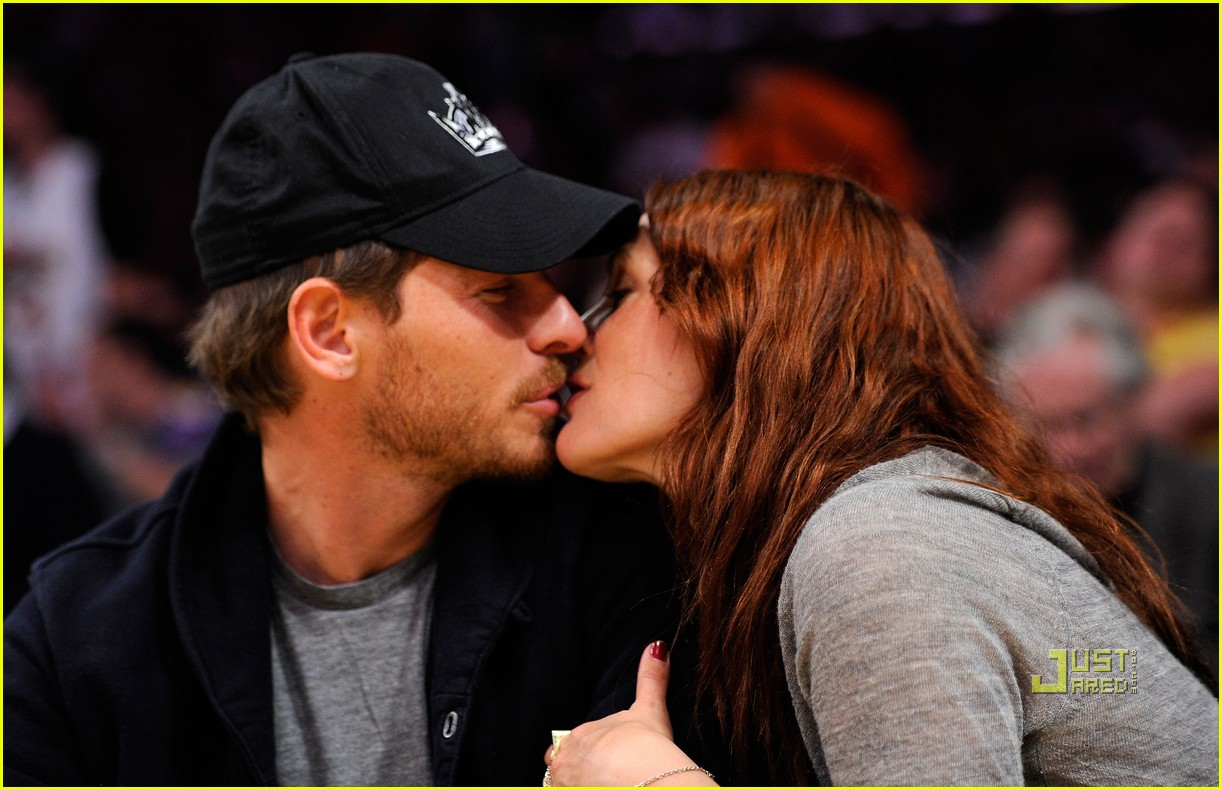 drew barrymore will kopelman lakers game courtside kiss 132537133