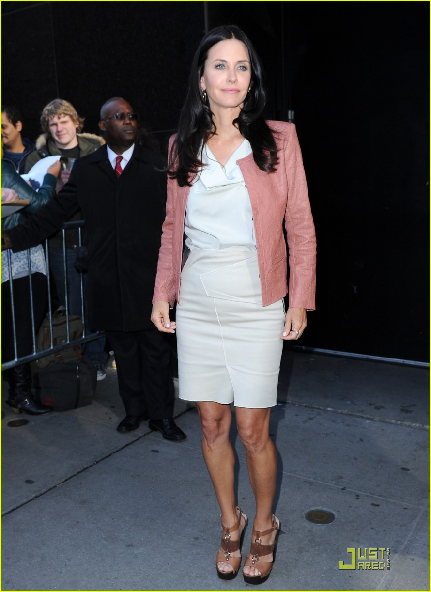 courteney cox busy in nyc 04