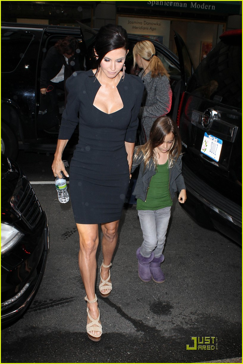 courteney cox busy in nyc 052535628