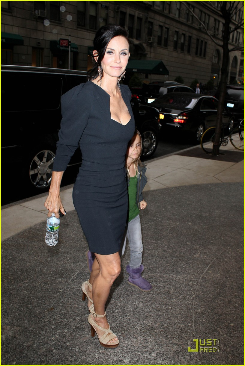 courteney cox busy in nyc 11