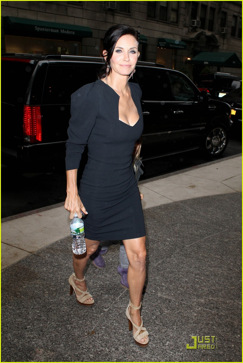courteney cox busy in nyc 12