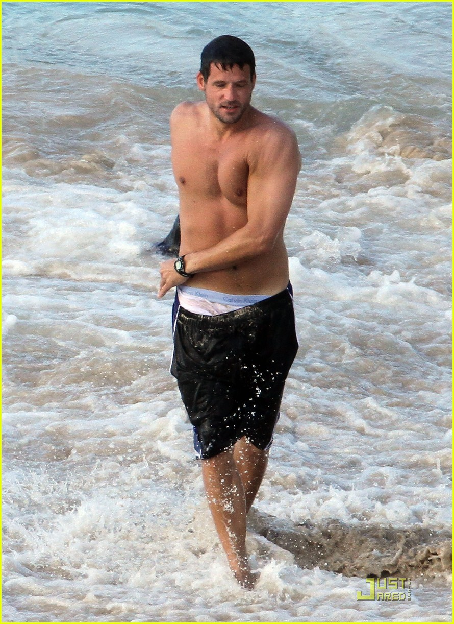Josh Hopkins Shirtless