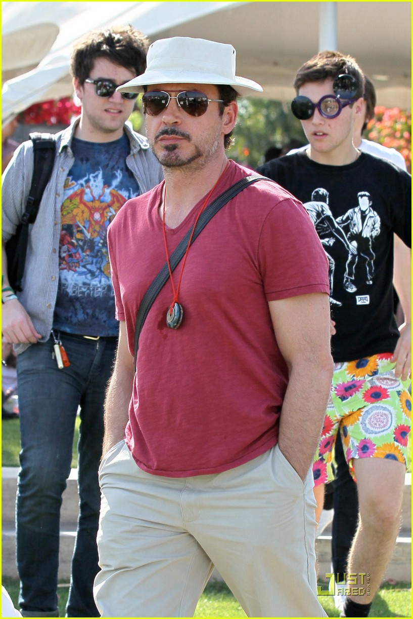 robert downey jr coachella concertgoer 04