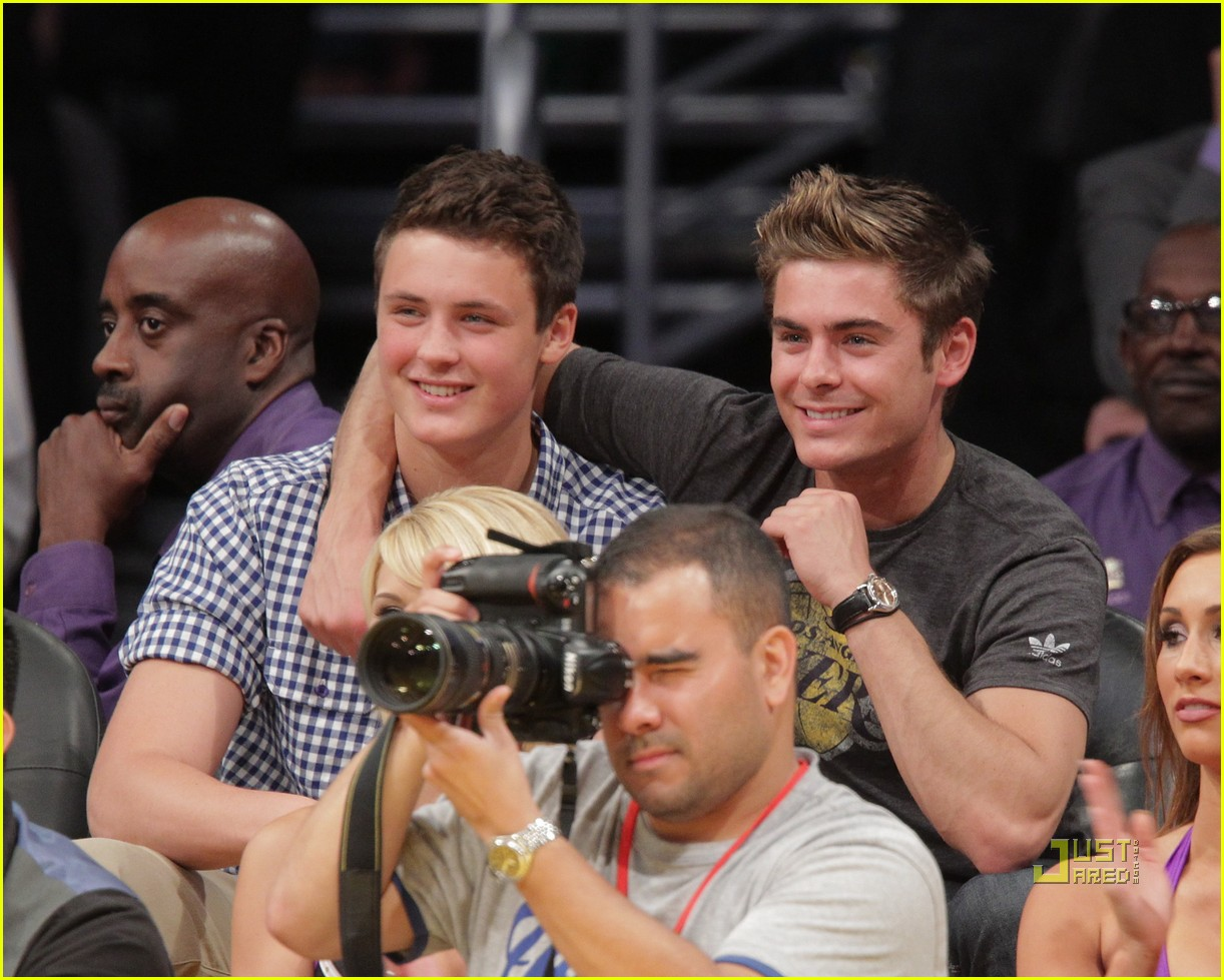 zac efron dylan lakers game 04