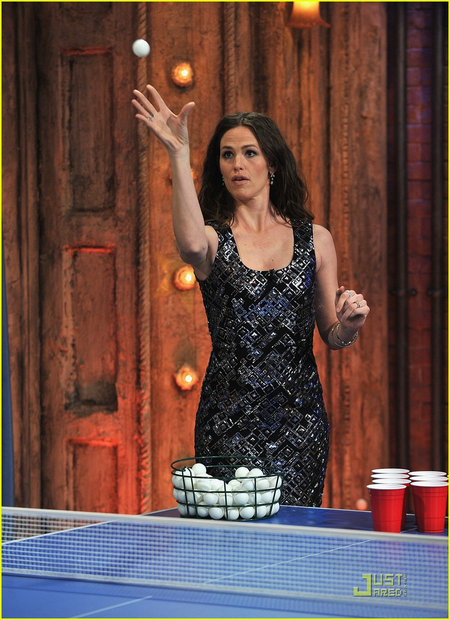 jennifer garner beer pong jimmy fallon 04