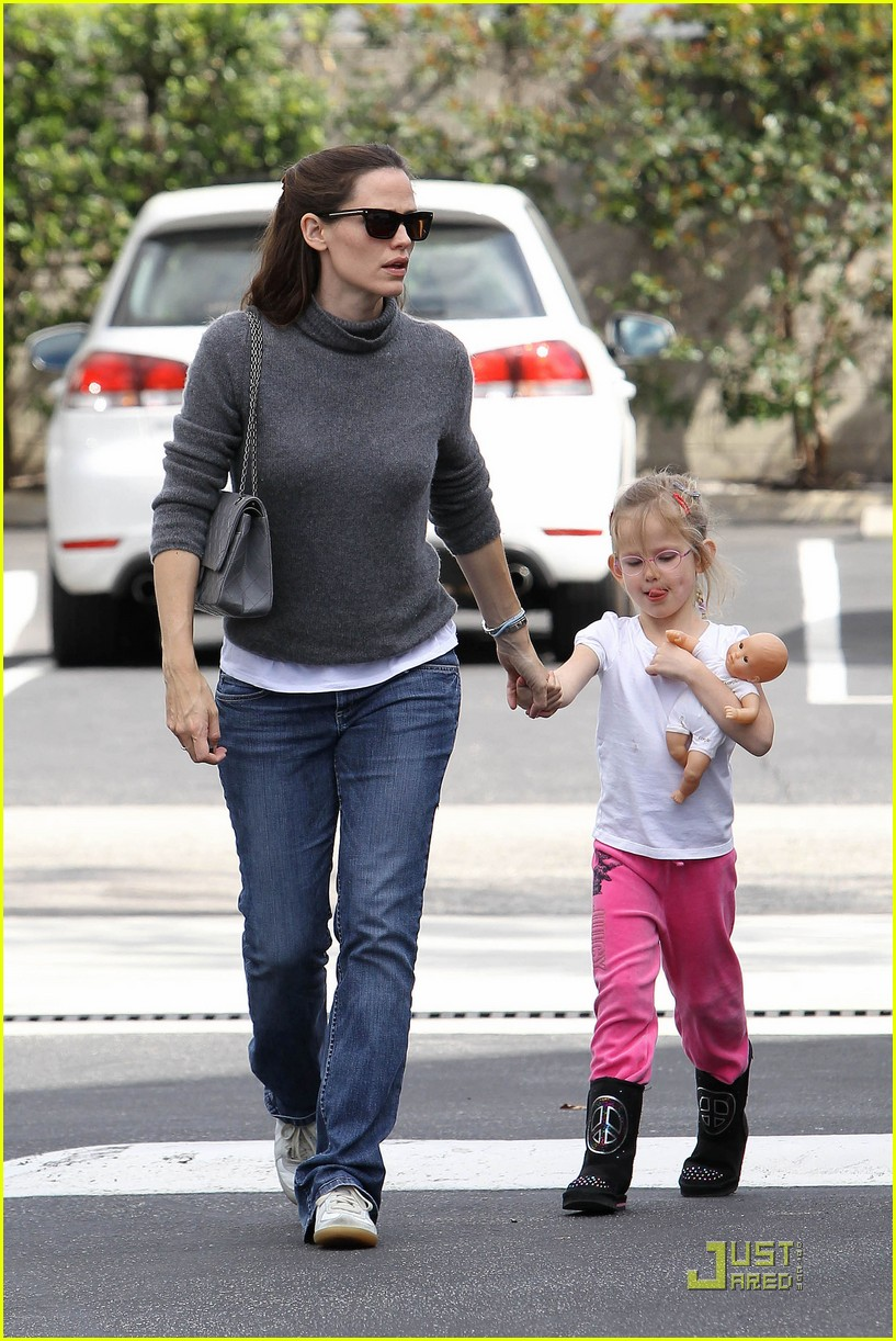 jennifer garner saturday fun with violet 05