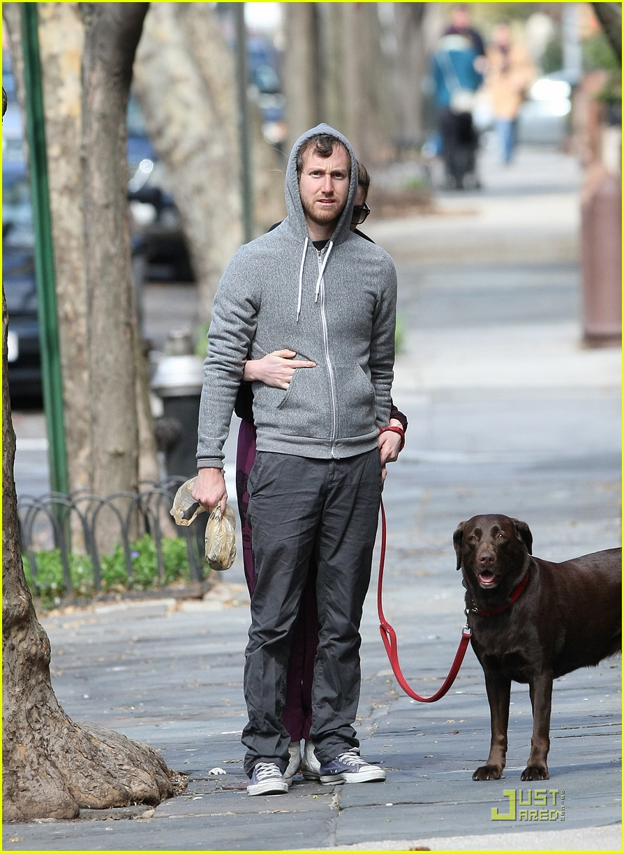anne hathaway adam shulman dog walking couple 01