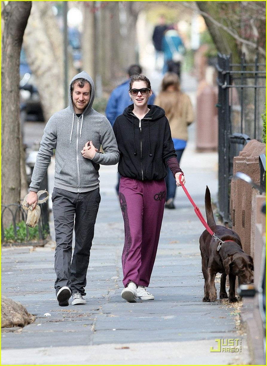 anne hathaway adam shulman dog walking couple 07