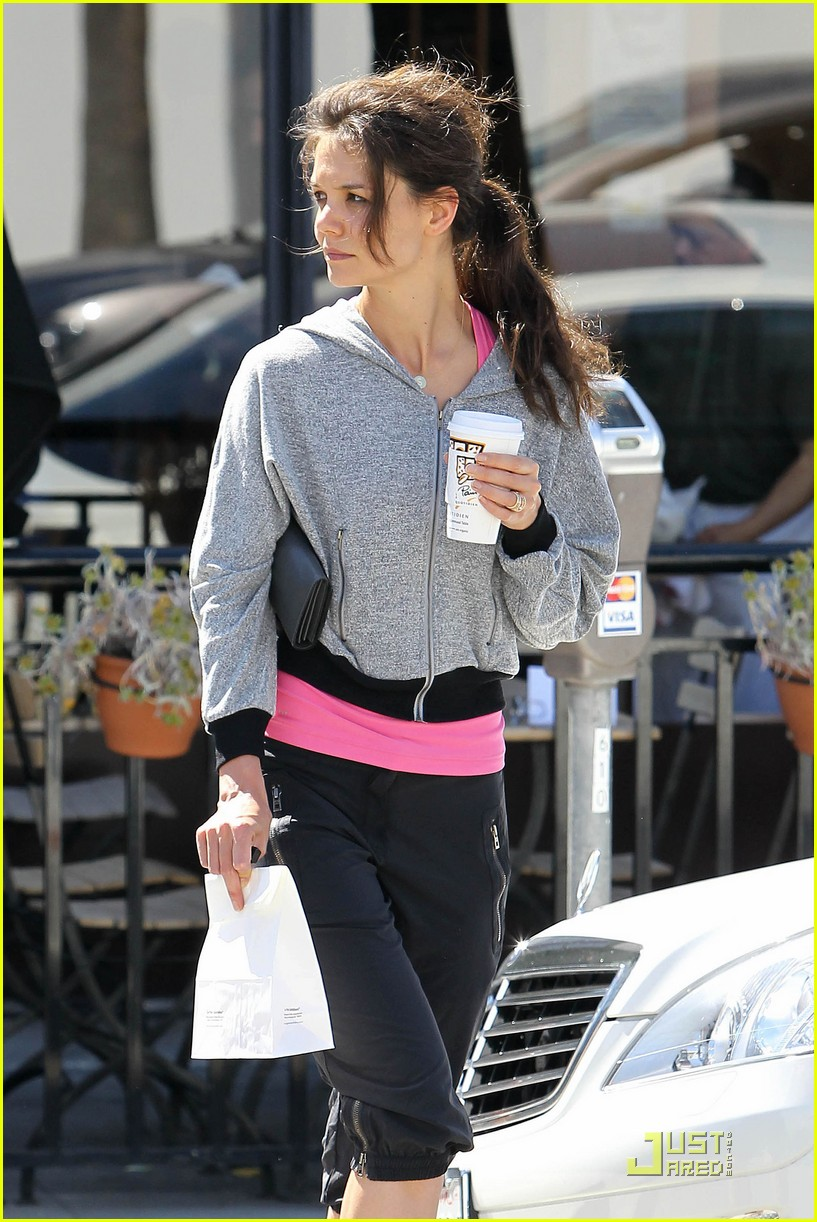 katie holmes gym pastry 20