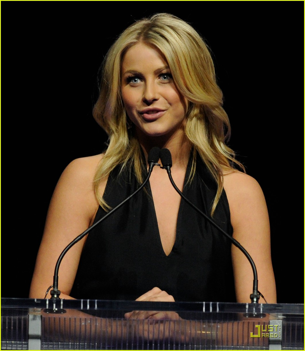 julianne hough cinemacon awards 2011 13