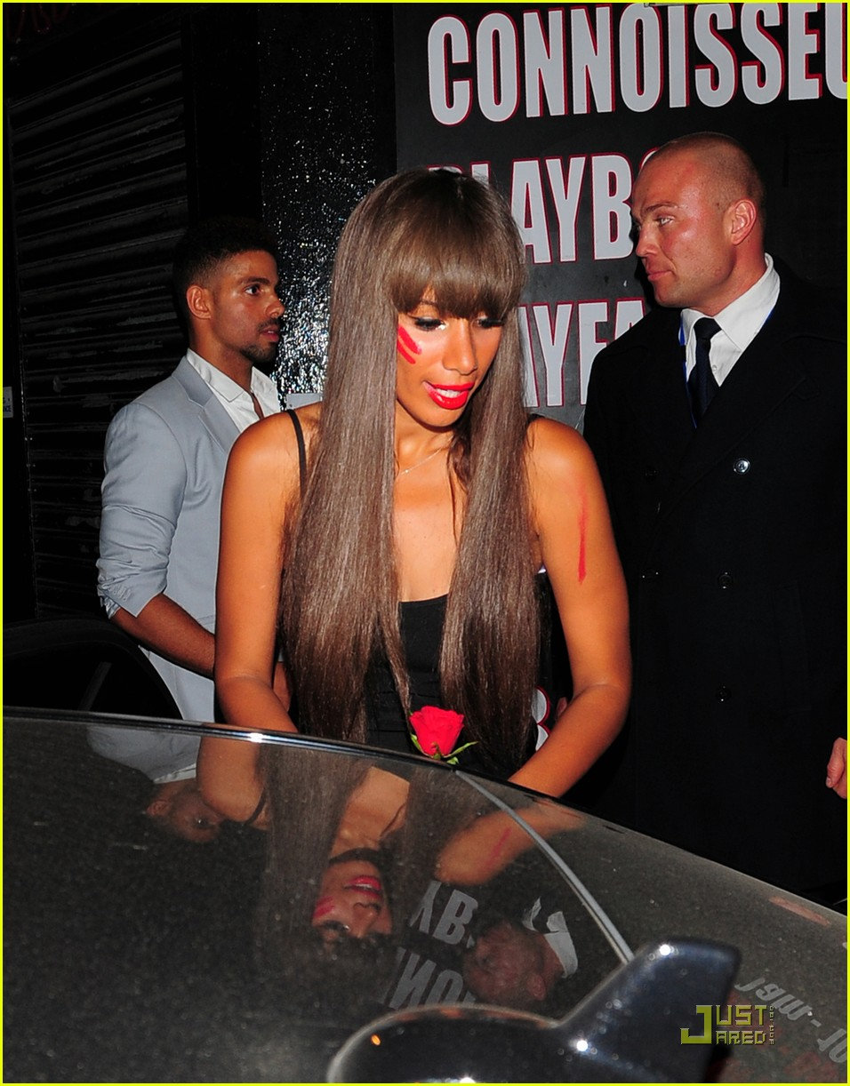 leona lewis red paint 02