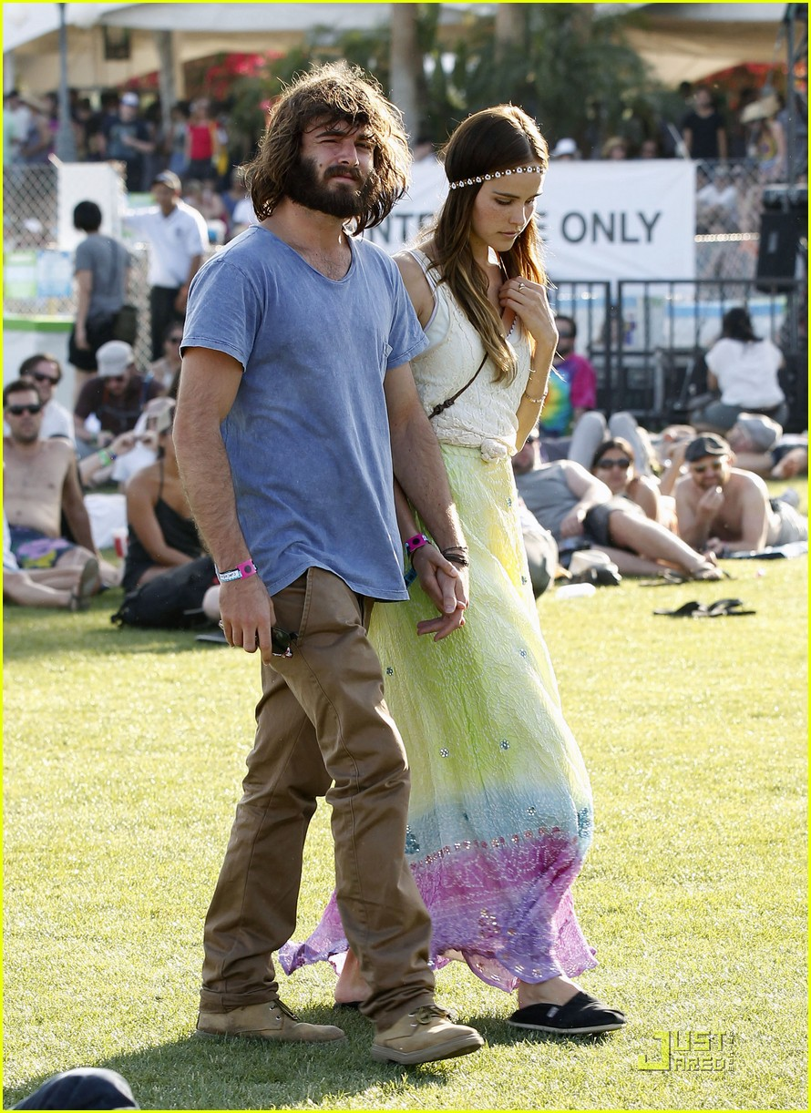 Isabel Lucas Coachella Weekend With Angus Stone Photo