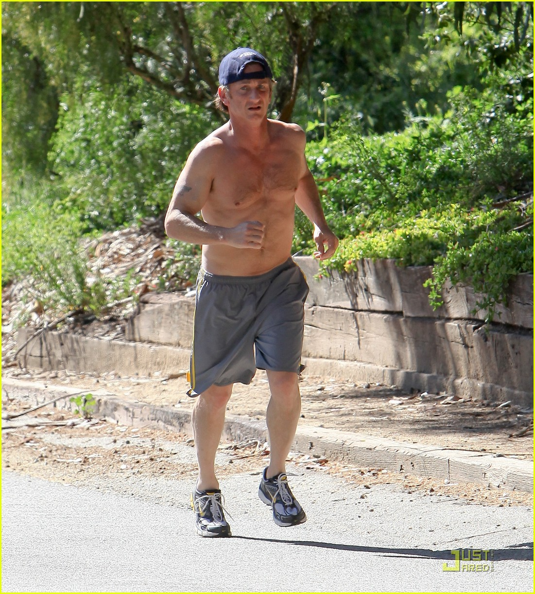 sean penn shirtless jogging 16