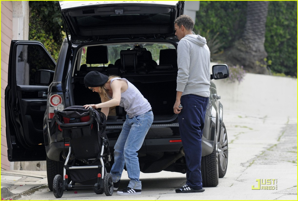 ellen pompeo day out with stella chris ivery 08