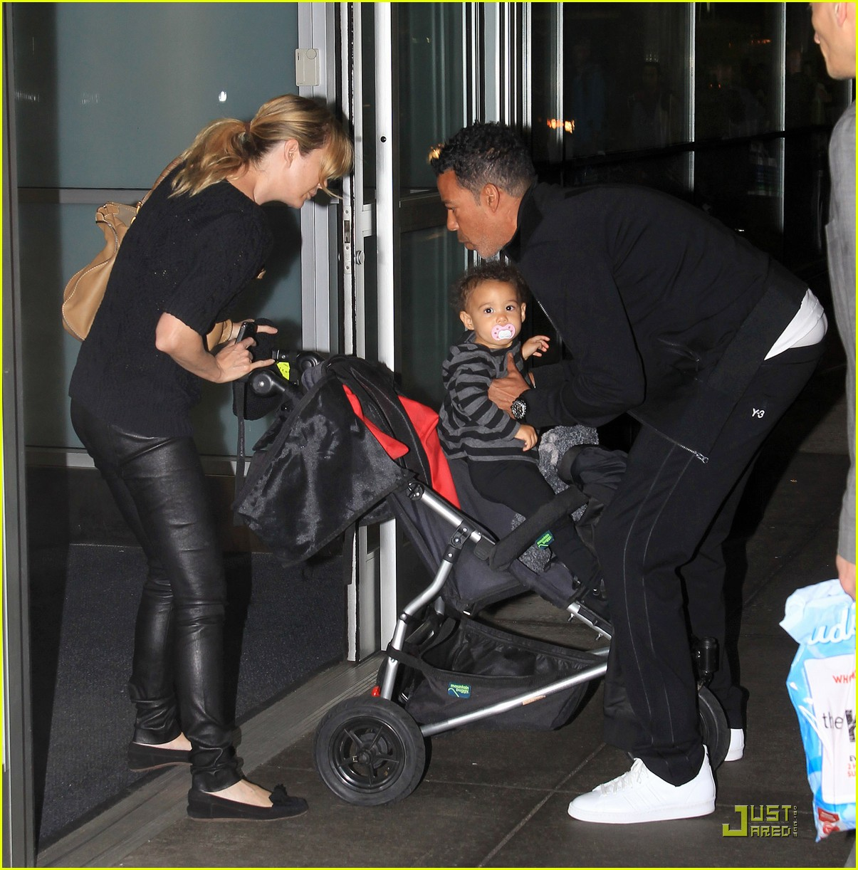 Ellen Pompeo Husband Ellen Pompeo Chris Ivery Fly With Stella Photo 2538623