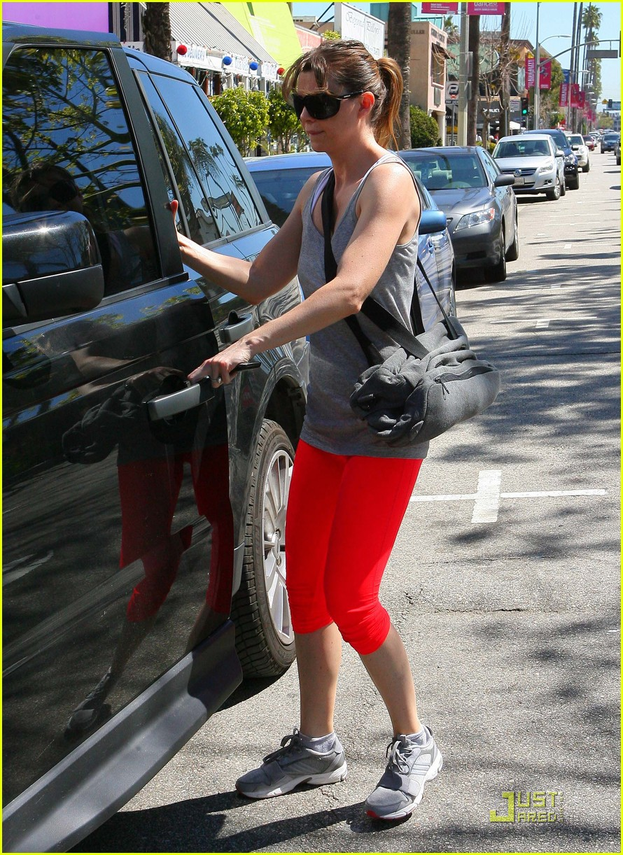 Ellen Pompeo Lady In Red Workout Pants Photo 2532241 Ellen
