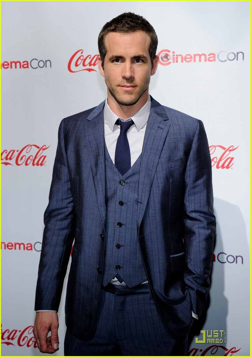 ryan reynolds cinemacon awards 2011 03