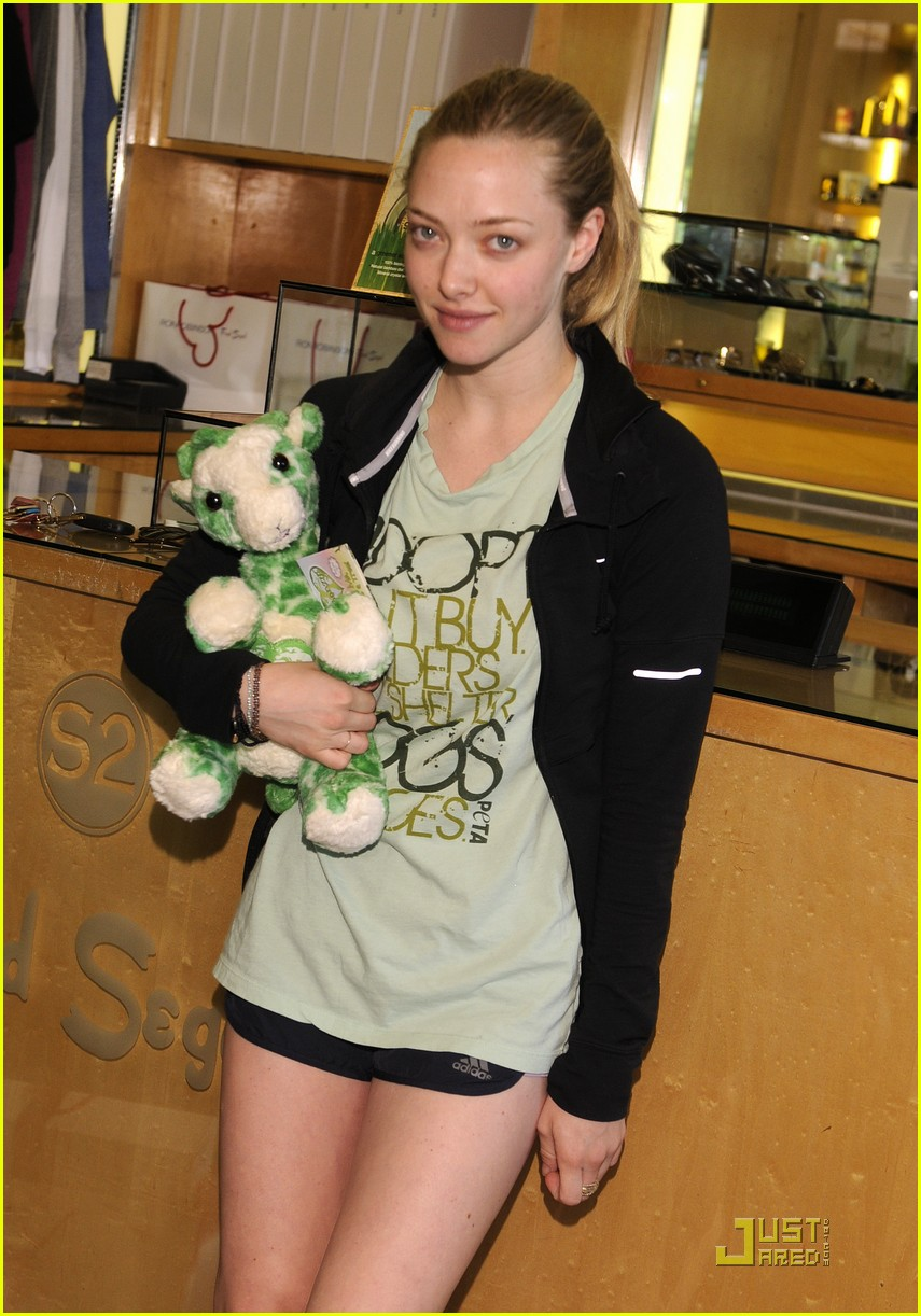 amanda seyfried greenzys earth day celebration 06