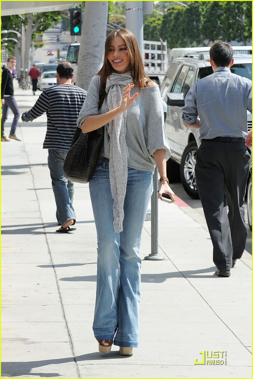 sofia vergara escapes a ticket 07