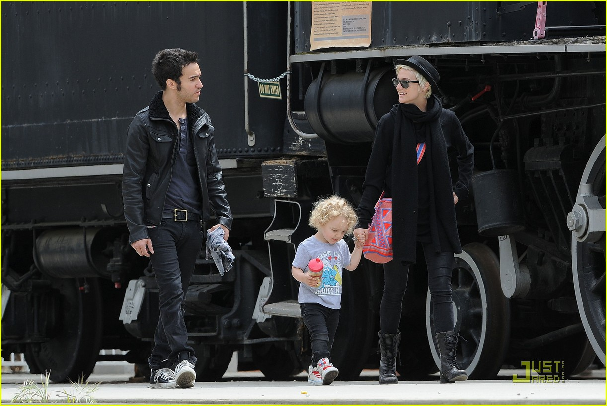pete wentz ashlee simpson bronx train 05