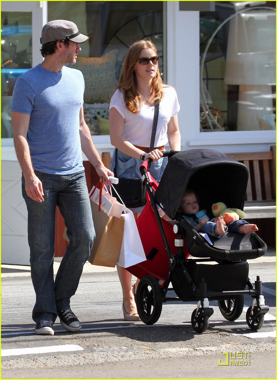 amy adams saturday shopping with darren and aviana 07