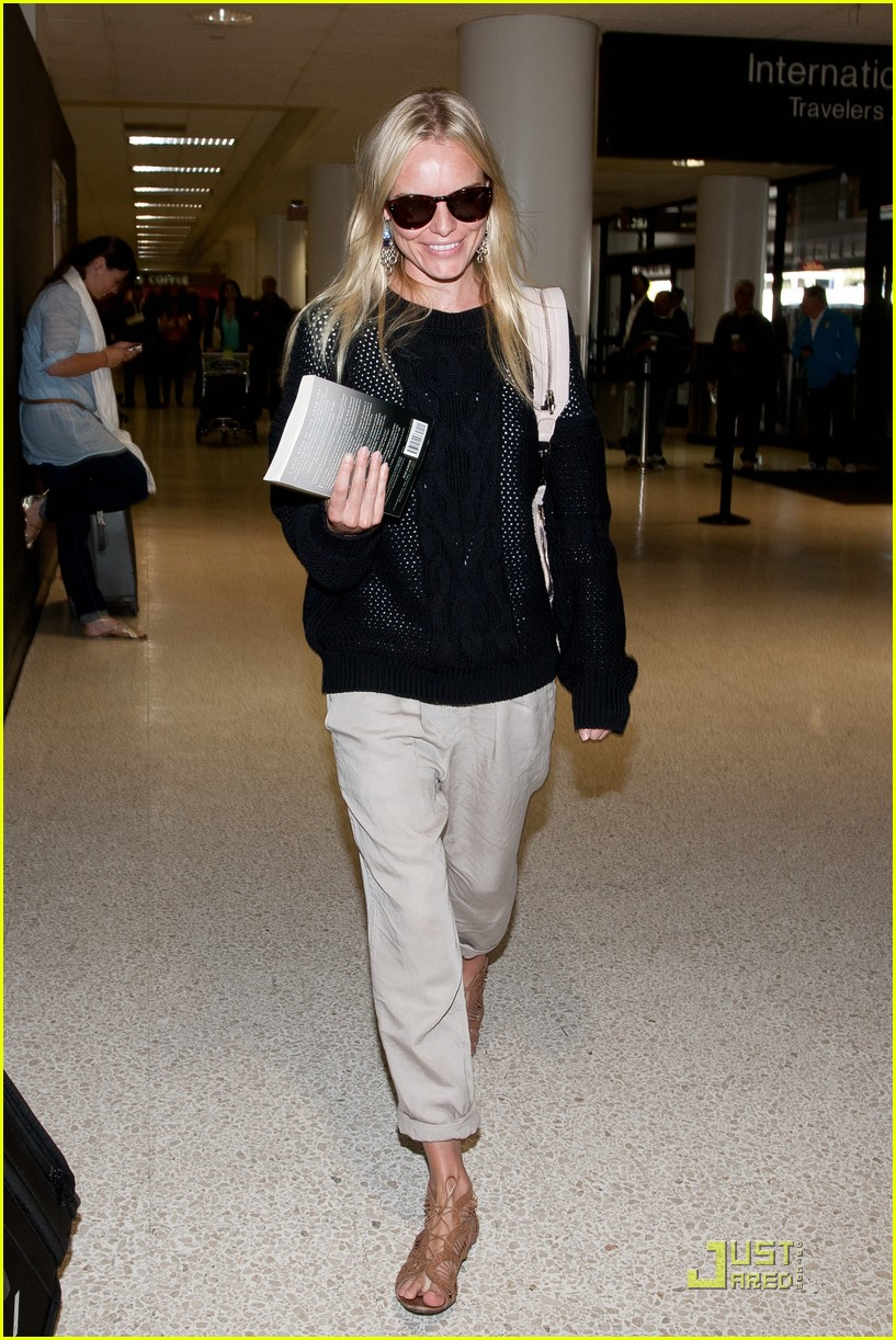 kate bosworth airport arrival 03