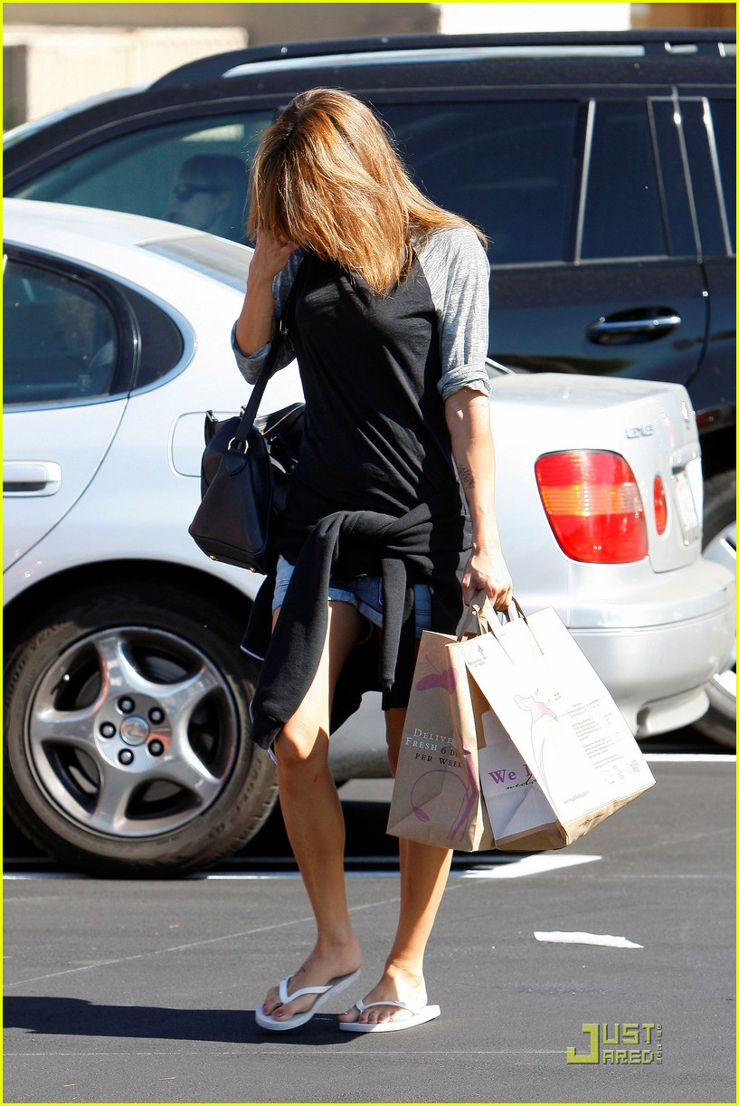 elisabetta canalis gelsons grocery gal 16