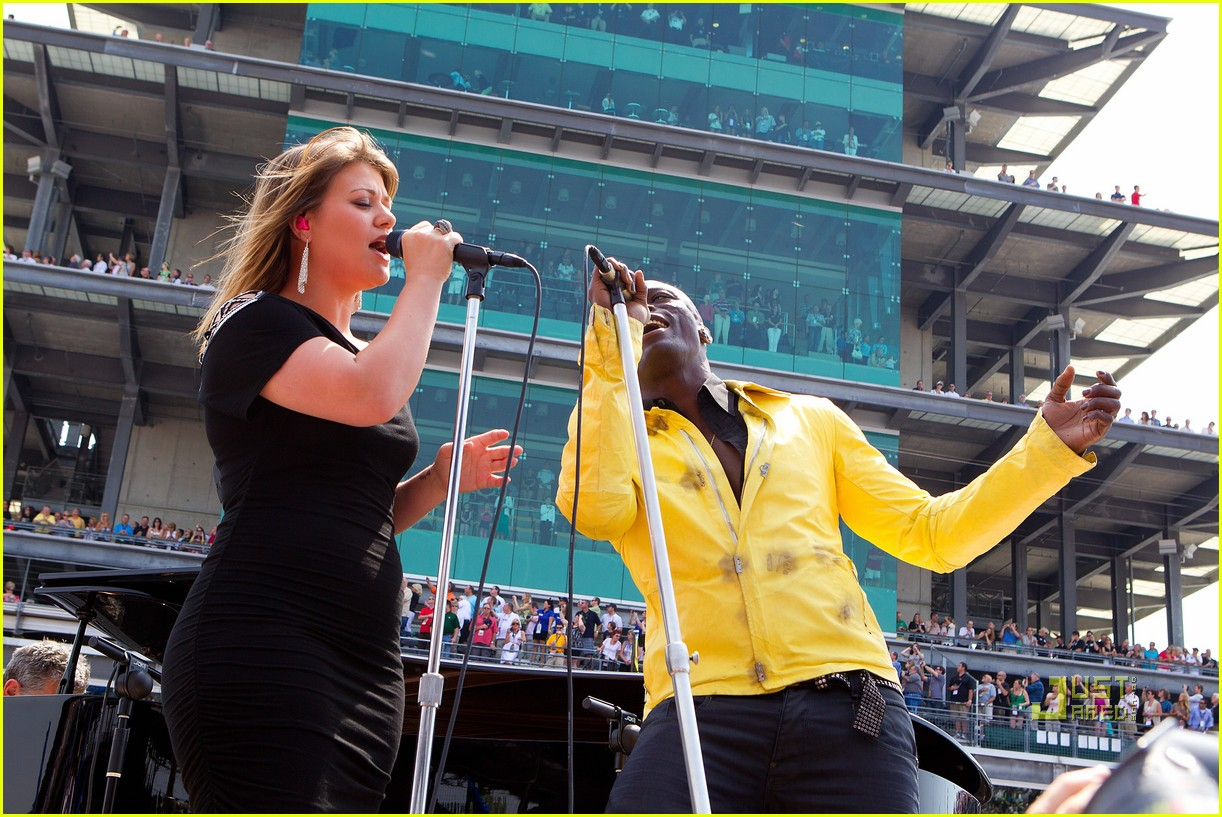kelly clarkson seal national anthem indy 500 03