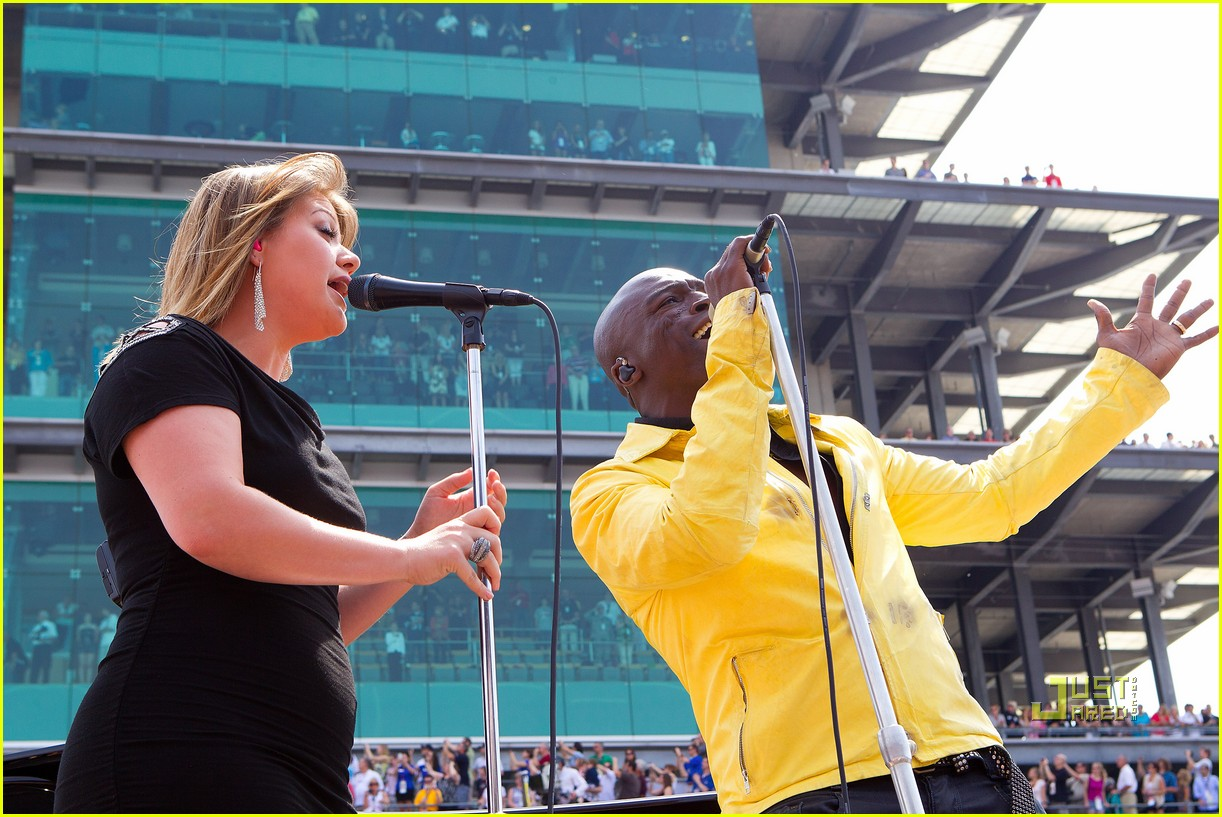 kelly clarkson seal national anthem indy 500 07