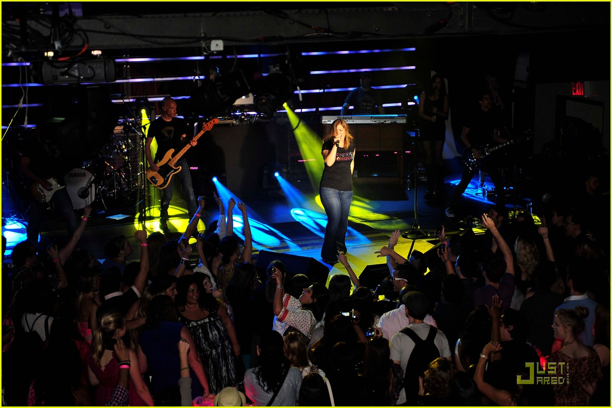 kelly clarkson tupperware concert 02