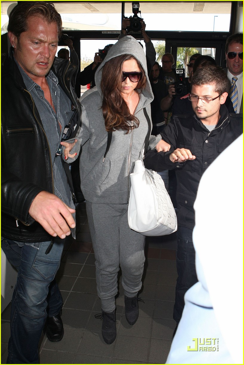 cheryl cole leaves lax 06