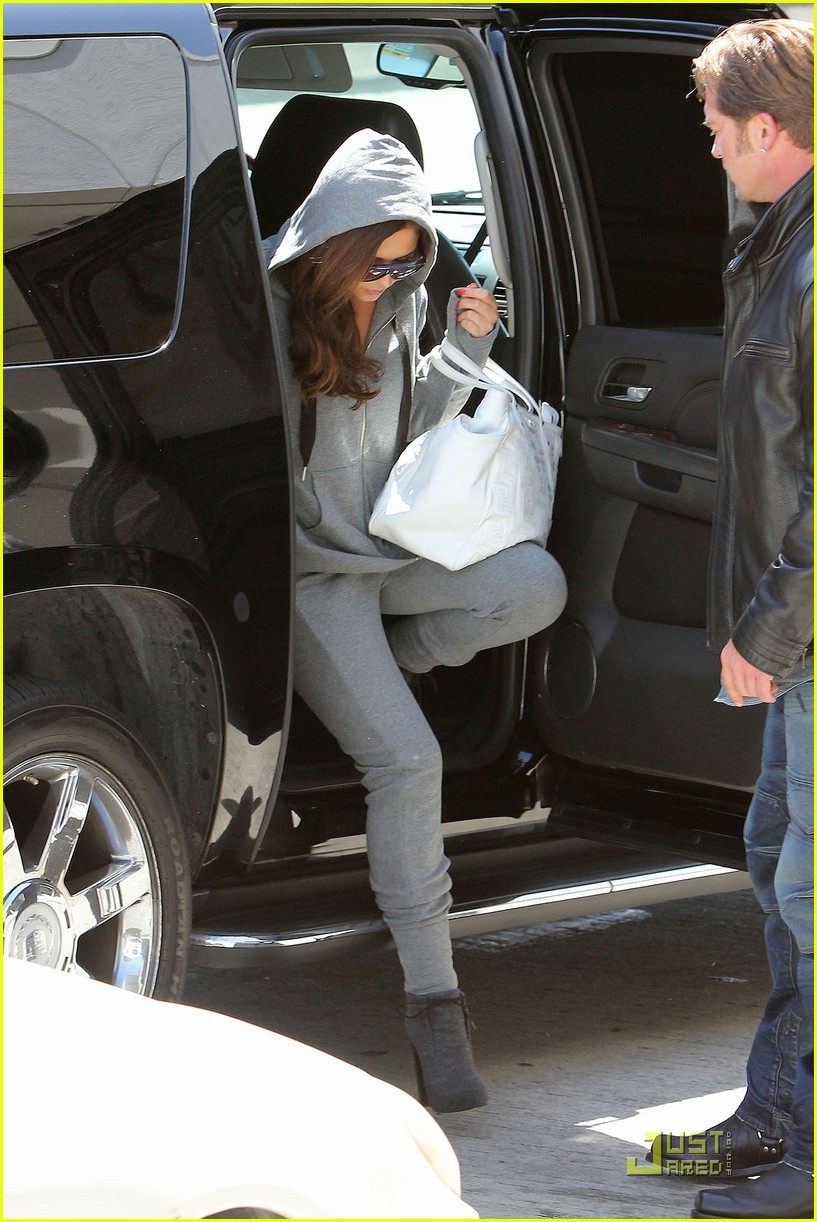 cheryl cole leaves lax 12