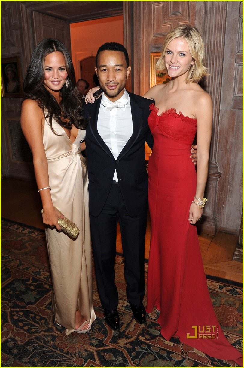 brooklyn decker chrissy teigen john legend white house correspondents dinner 03