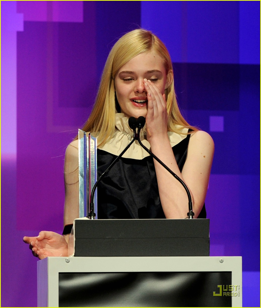 elle fanning hailee steinfeld young hollywood awards 15