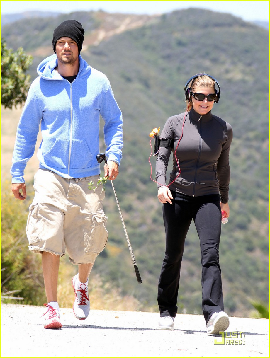 fergie josh duhamel hiking in brentwood 05